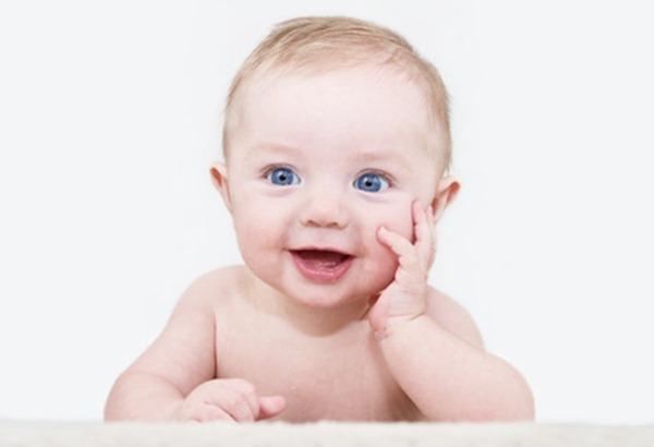 Communiquer avec bebe sourires