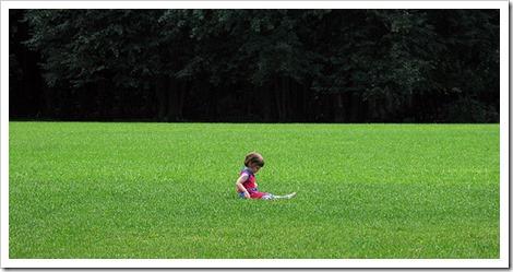 Enfant profitant de la solitude